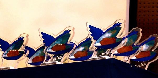 MexilOnseTuits   Estatuillas de los Premios 2012