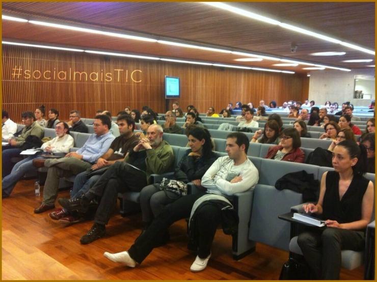 Público en la tercera jornada de #socialmaisTIC | foto _ @pquintia