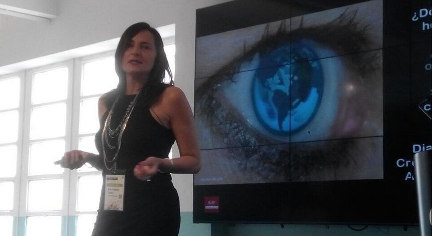 Eva Collado en su charla en EBEBcn14 (foto de @coachtecnologic